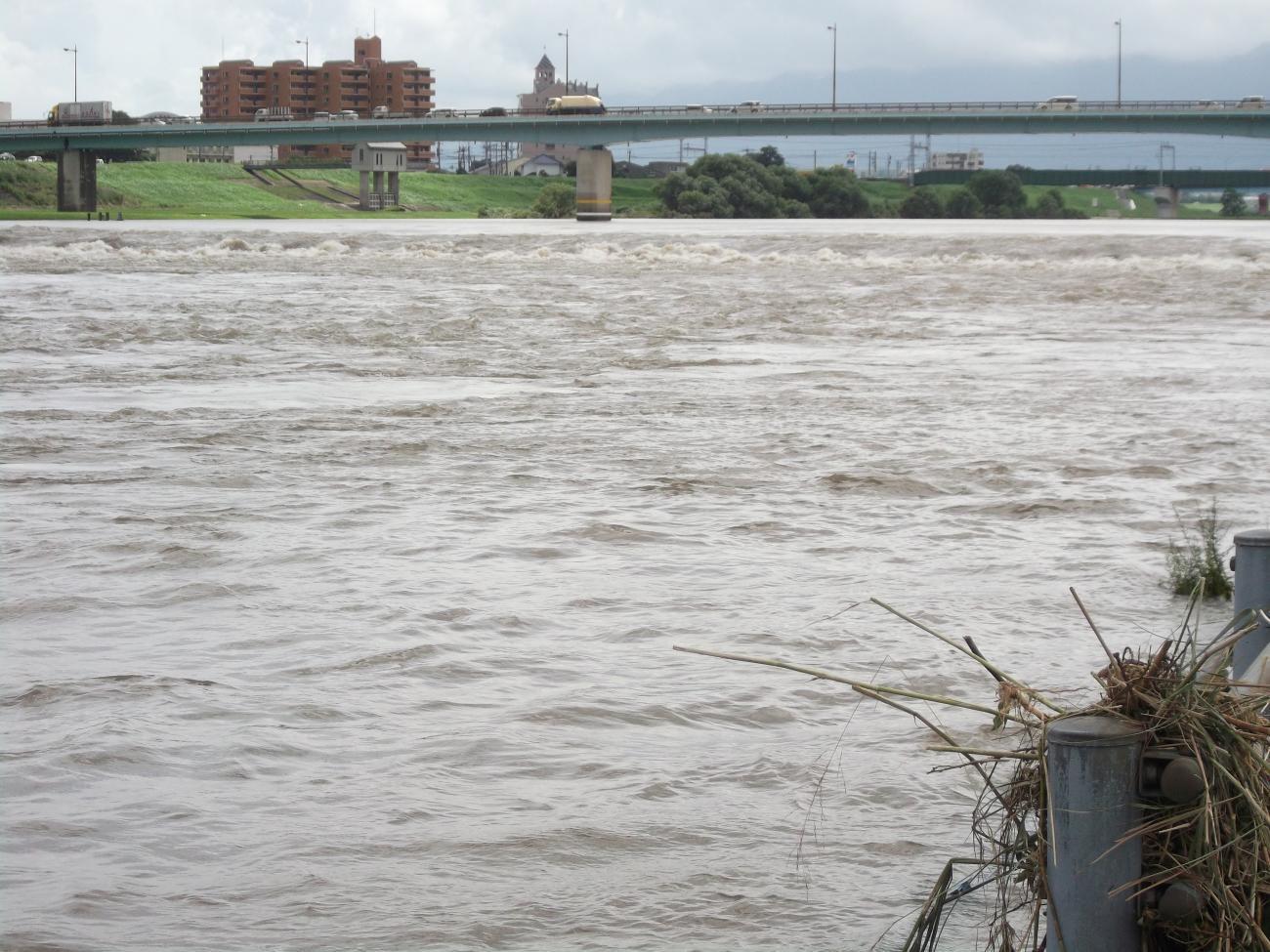 増水の筑後川2