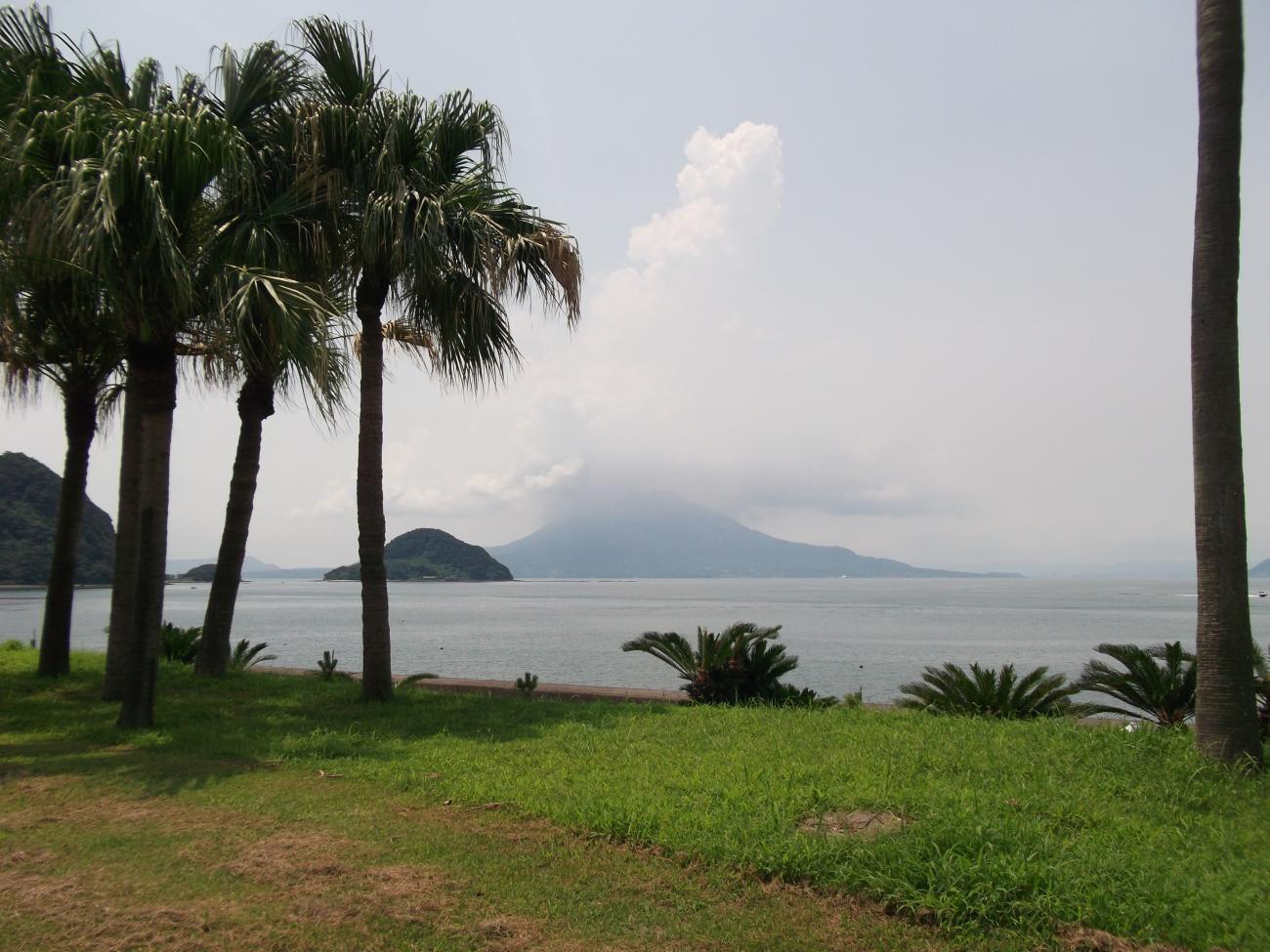 隼人から桜島を望む